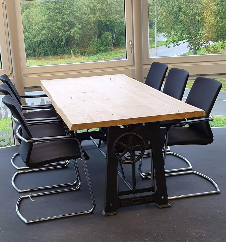 Vintage zit sta tafel met eikenblad